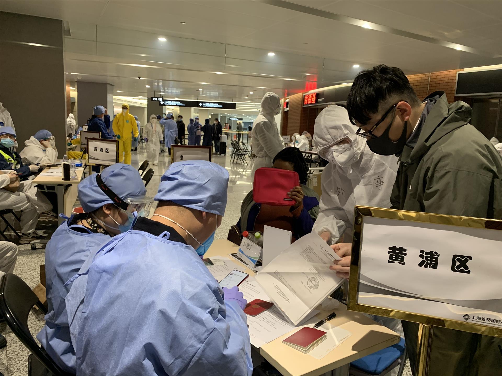 在机场,志愿者的一句话,让日本旅客红了眼眶
