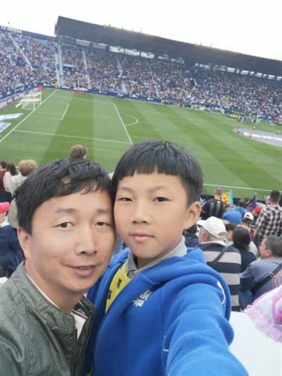 成都9岁孩子被西甲球队选中,父母犯难了