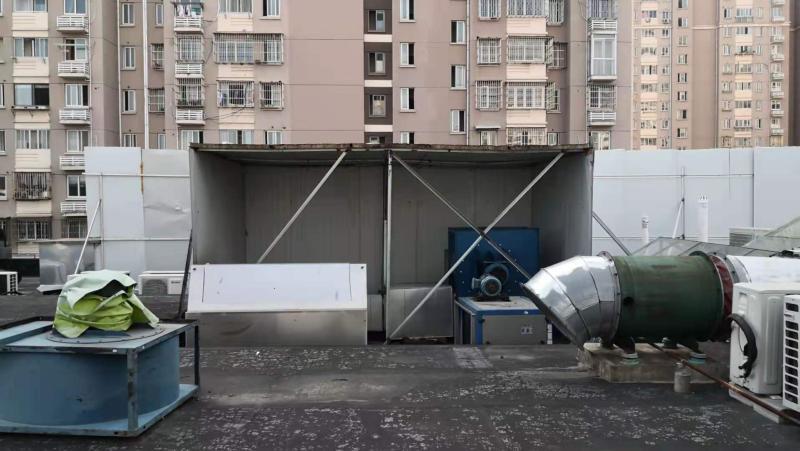 """浦东一小区建筑垃圾堆点变成""""混合垃圾""""堆点"""