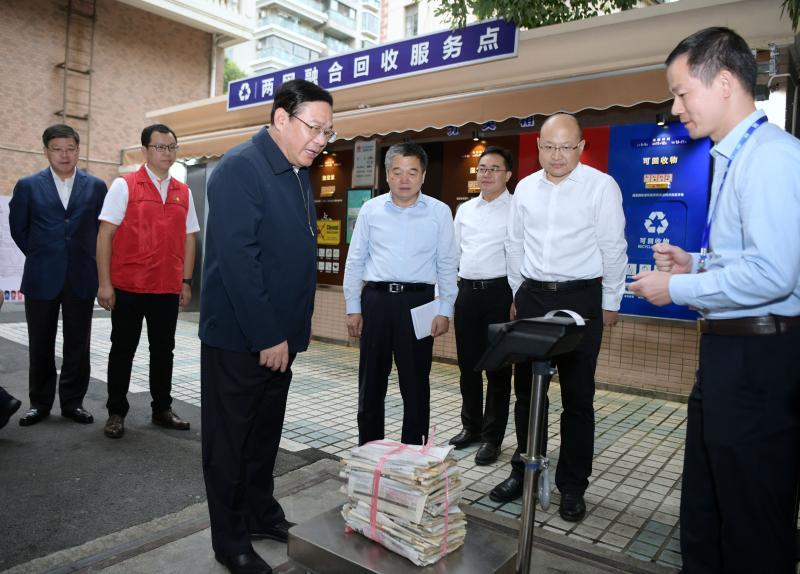 《上海市生活垃圾管理条例》实施百日,李强再赴居民区商务楼抓推进