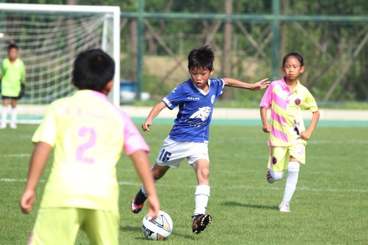 皇冠比分网99814依靠社会力量助推中国足球青训这个比赛填补了国内 U13赛事空白