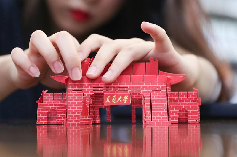 名校就是名校,上海交大的錄取通知書都是3D的,西南政法大學考研難嗎