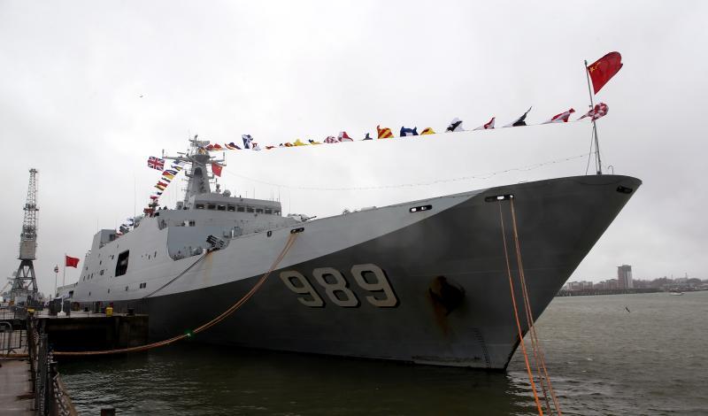 """中国海军首艘两栖攻击舰下水,揭秘""""075""""前世今生"""