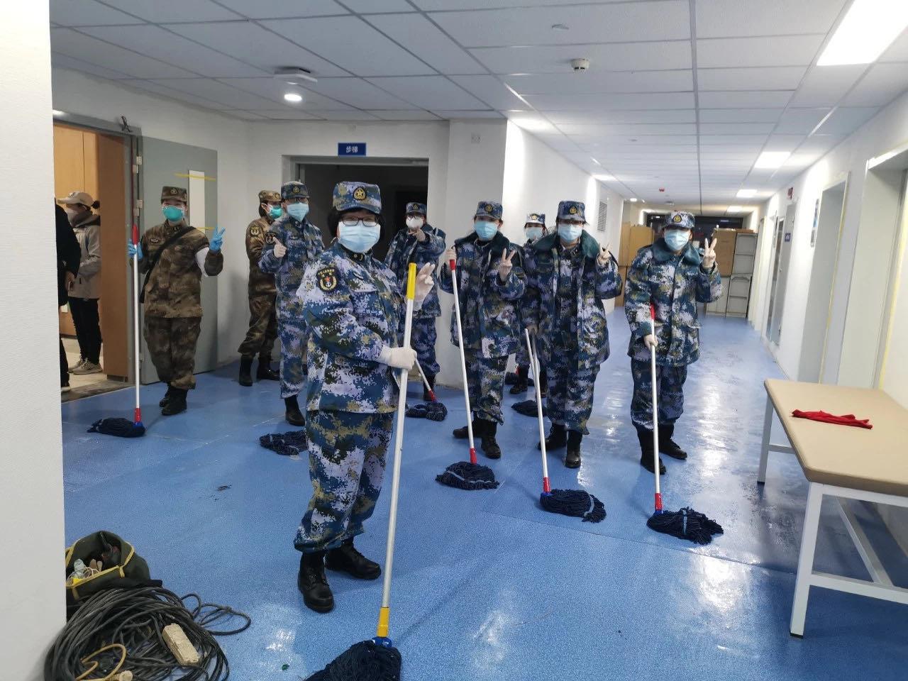 武汉一名百岁新冠肺炎患者治愈出院,背后有杨浦退役军人的护理