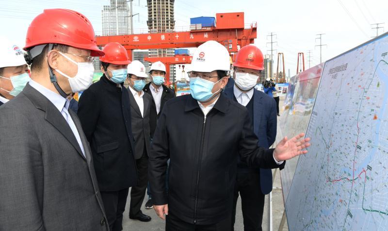 李强走访重大工程施工现场,与在沪央企市属国企谈担当抓防疫促发展
