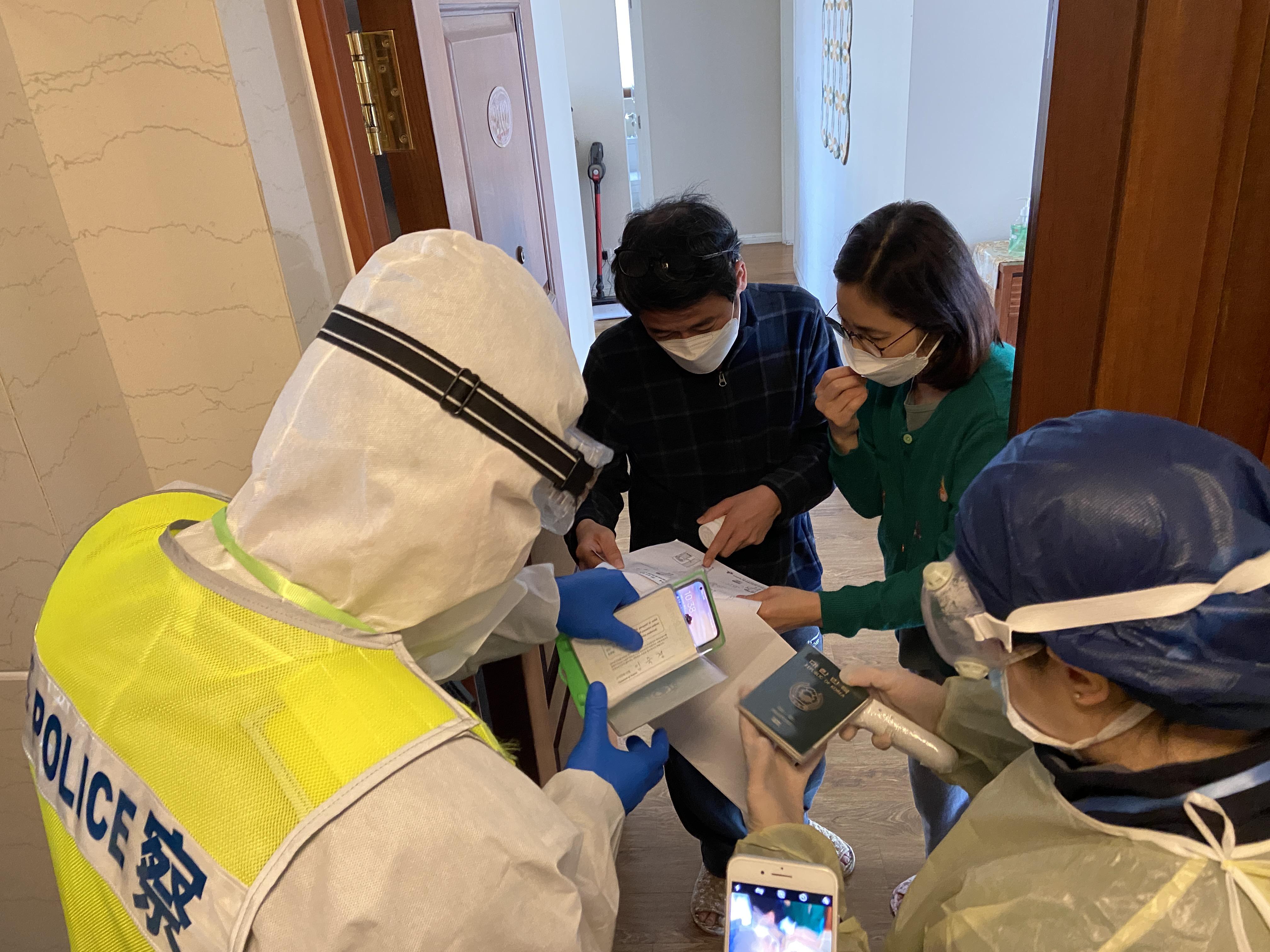 上海入境人员居家隔离执行到位吗?记者实地探访:民警入户检查,装