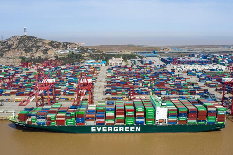 """""""陆运受阻,水运来补"""",上海洋山港集装箱日均吞吐量已恢复九成"""