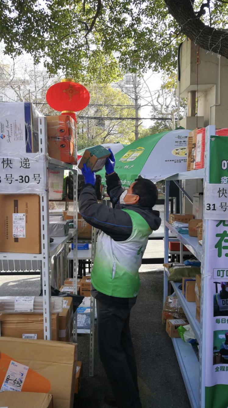 上海战疫手记|有人从韩国美国回来、工地出现37.8度发热人员,这该怎么