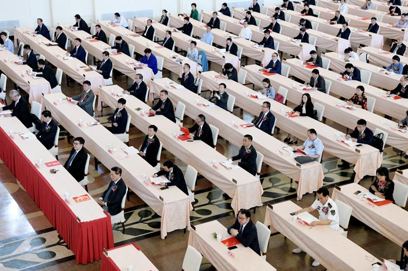 上海科技奖励大会上,这两位科技功臣在主席台就坐,李强颁奖划重点