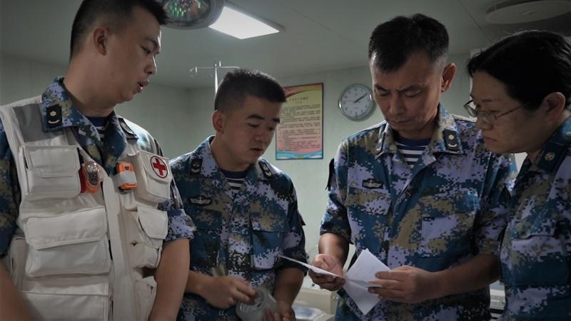 香港商船船员在亚丁湾上突发疾病时,中国海军来了