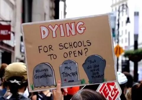 纽约民众抬棺材和裹尸袋上街抗议