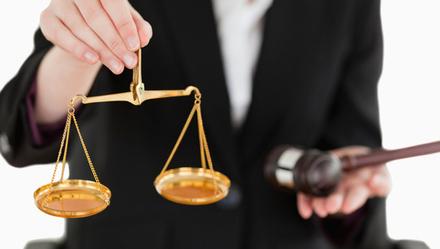 """公号撰文称""""拼多多""""一个月卖400亿假货,沪法院为何首次未经判决就裁定被告删文?"""