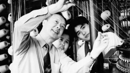 """上海三枪集团创始人苏寿南逝世,追忆:8个支架也挡不住他""""上上班"""" 上观新闻 作者:刘锟 2020-09-14 20:34:52  说起""""三枪""""内衣,上海人几乎无人不晓。其实,早在解放前这一老牌子就已经"""