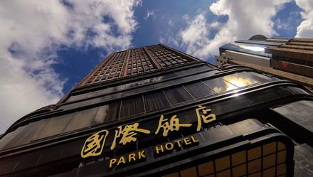 """上海成为全国唯一一座没有更换""""原点""""的城市,与国际饭店有这层关系…… 上观新闻 作者:戚颖璞 2021-02-15 06:01:00  图片  每逢春节,上海人家的饭后茶点总少不了国际饭店的蝴蝶酥。不"""