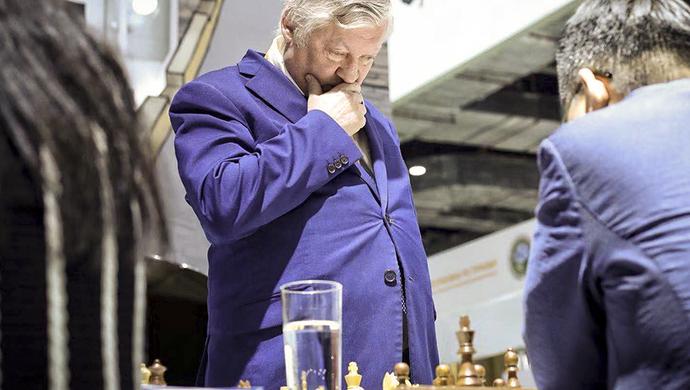 【进博视图】国际象棋特级大师卡尔波夫1对8轮战中国选手