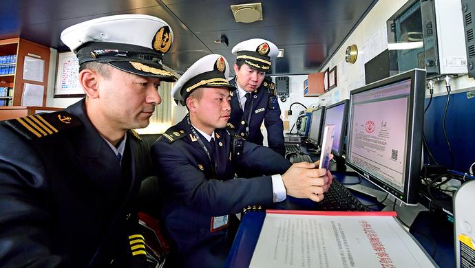 远洋轮出海只需三个秒 上海营商环境优化到了国外?