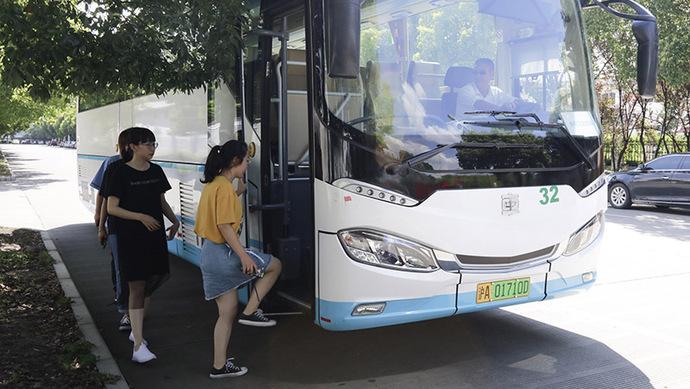 """厂门口就能上下车,外冈工业园区的职工们有了""""定制巴士"""""""