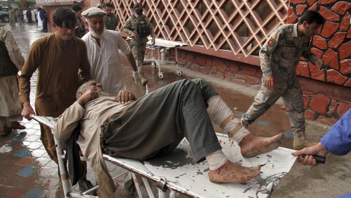 突发:阿富汗东部一清真寺发生爆炸,62人遇难