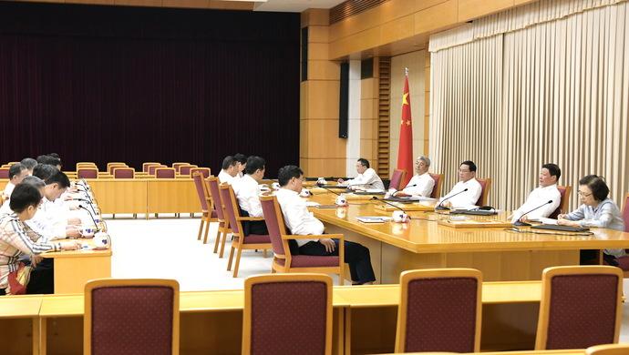 清正廉洁作表率!上海市委常委会集中观看警示教育片并作研讨