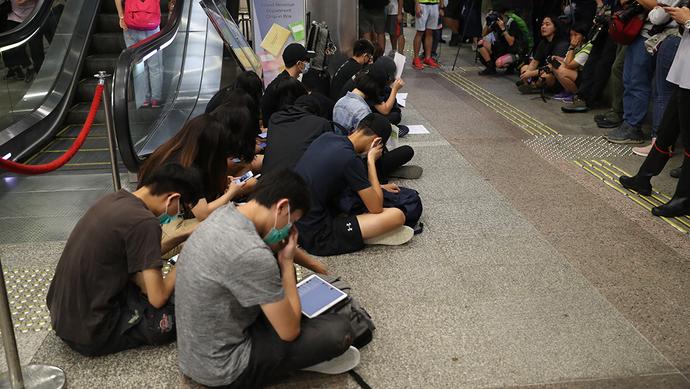 【上观直击香港】香港警方:参加明天集会即属违法,呼吁市民三思