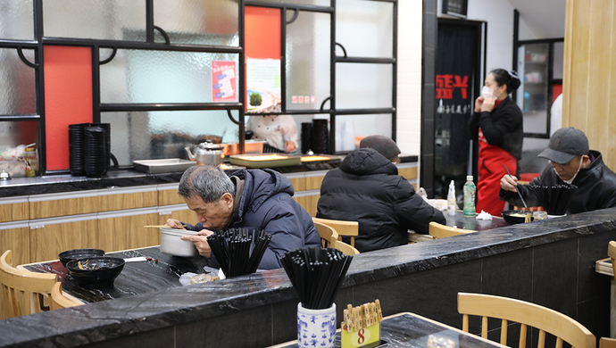餐饮上升迅速,鲜花服装店生意低迷,上海沿街商业复苏中……