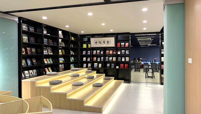 """沪老小区开出300平""""直播间"""" 能变身自习教室、书店"""