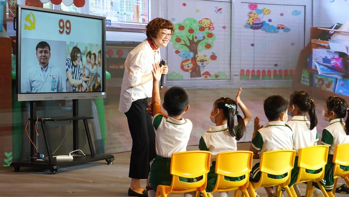 小学本学年最后一日:对张文宏硬核喊话的网红视频,他们甚至更小的孩子怎么看