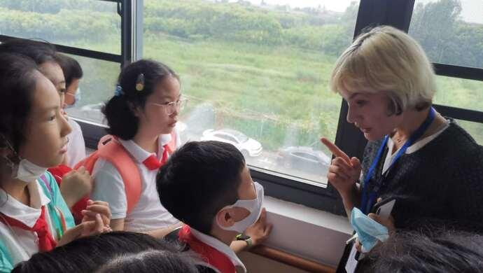 这位外国姑娘为何到青浦当养老院院长?未来外交家俱乐部小伙伴实地探秘