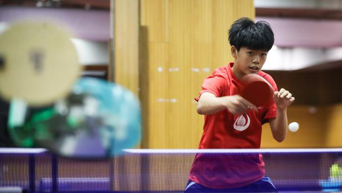 这个乒乓球教练很牛:既能训练世界冠军,还能模仿国乒劲敌伊藤美诚