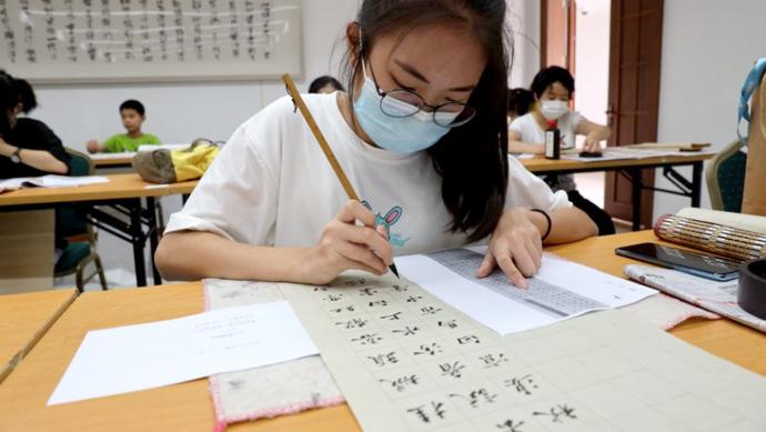杜绝代考可能性,沪青少年书法篆刻展现场测试见真功夫