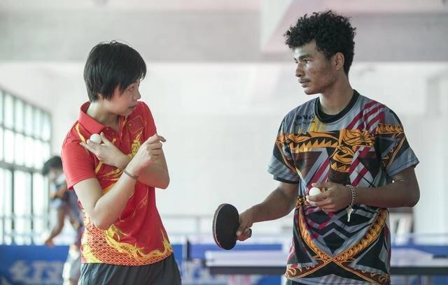 听说张怡宁要来,这里的乒乓球拍销售一空!中乒院巴新训练中心成