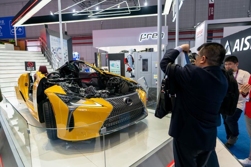"""进博会汽车馆像另一场""""上海车展""""?美国企业透露的一个细节告诉你大不同"""