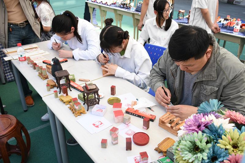 """上海市信息解决学校开展""""民族文化节"""""""
