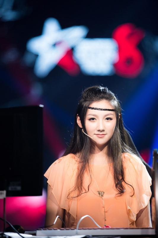 张翔玲结婚:赞美主播正