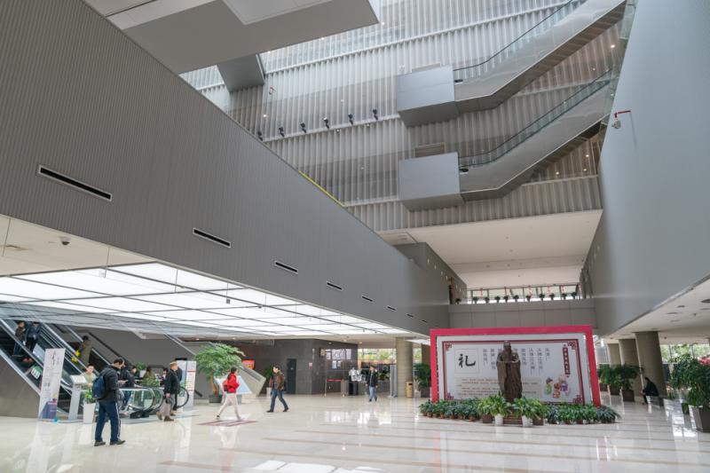 """浦东图书馆开放时间_浦东图书馆大修后重新开放,新增透明""""空中花园""""……--上观"""