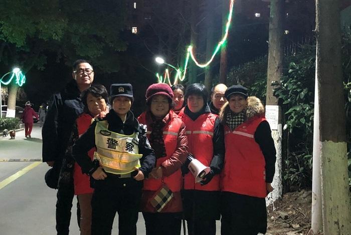 """降温降雪还大客流……昨夜今晨上海3万警力25万志愿者这样守护申城""""闷声迎财神"""""""